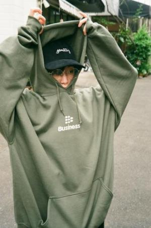 """BUSINESS AS USUAL"" BAUTYO DISK HOODIE【GRN】"