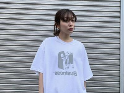 """BUSINESS AS USUAL"" Arcade TEE 【WHT】"
